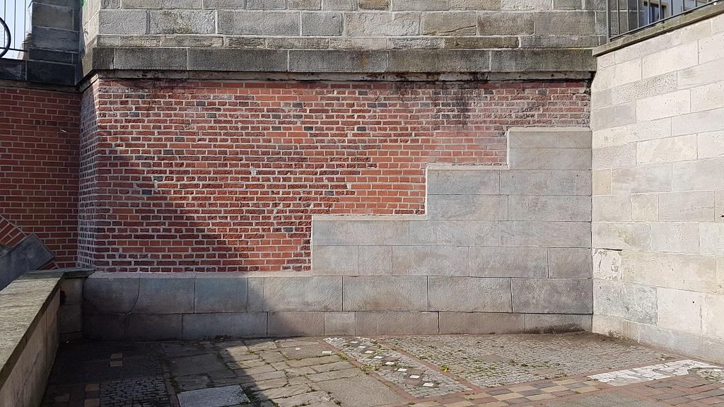 Graffiti-Entfernung Am Hohen Ufer: Die Mauer erstrahlt wieder in ihrem ursprünglichen Zustand